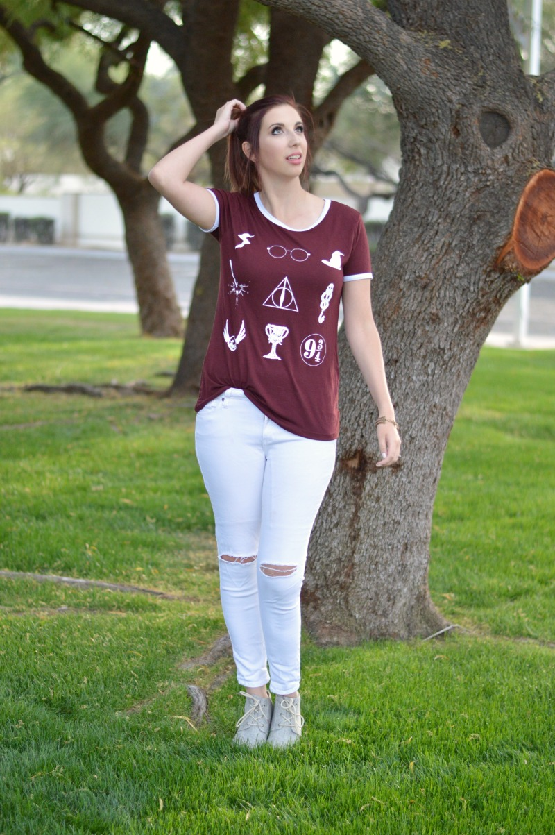 How to Style A Graphic Tee: Harry Potter Style. Here's a graphic tee outfit perfect for spring! White ripped jeans, laced wedges and a maroon Harry Potter tee to add some color. // www.heytherechelsie.com