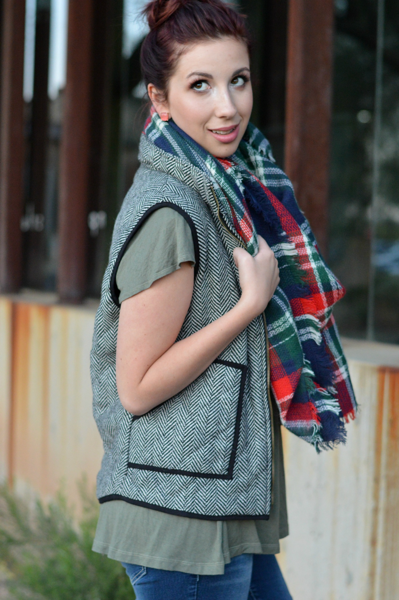 Trying to figure out how to style your Herringbone Vest? Here are 3 different Herringbone Vest outfits to help you get the most out of your vest from fall, winter and spring time! This look includes a blanket scarf and swing shirt for the late winter time! // www.heytherechelsie.com
