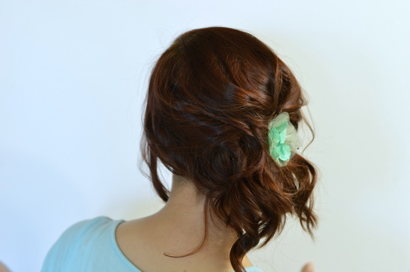 Easy effortless curly updo! Perfect for day 2 or 3 of curls and only requires a handful of bobby pins! #ad #rethinkyourcolour // Hey There, Chelsie