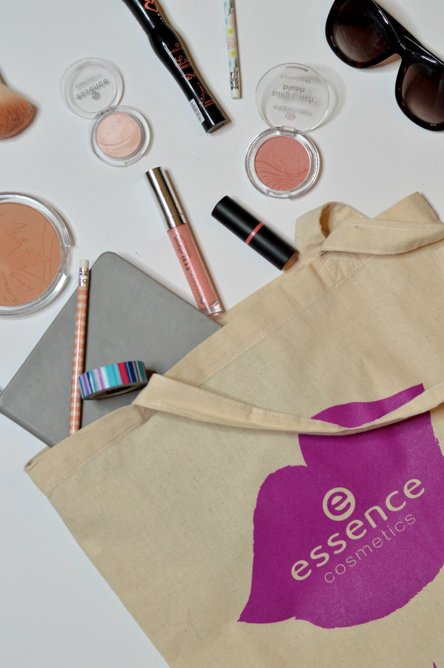Simple & Quick 10-Minute Back-To-School Makeup tutorial, because every girl wants to look put together without having to take a ton of time to get ready! Ideal tutorial for the college gal, featuring super affordable beauty products found at Target // Hey There, Chelsie #essenceEssentials #essenceAtTarget #ad