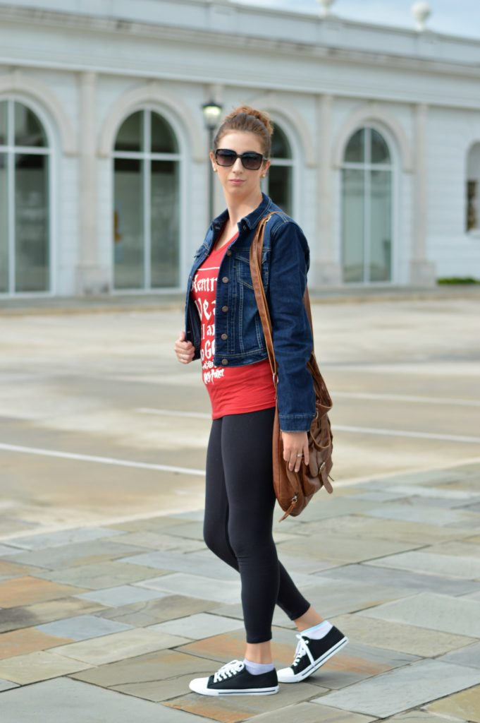 Harry Potter Graphic Tee and casual fall outfit! Perfect for running errands! Jean Jacket outfit idea for fall! 3 Ways to style your inner Harry Potter Nerd // Hey There, Chelsie