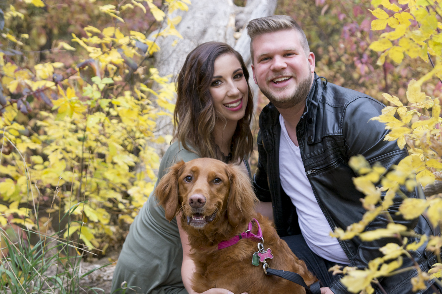 Hey There, Chelsie fall family portraits by Whitney Majors Photography. Beautiful autumn family portrait poses and styling // Hey There, Chelsie