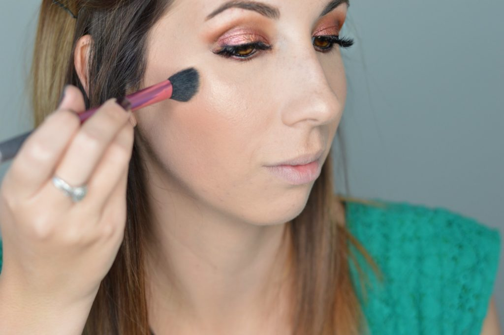 Easy and Simple Cranberry Smokey Eye, a perfect makeup look for the holidays without being too complicated! // Hey There, Chelsie