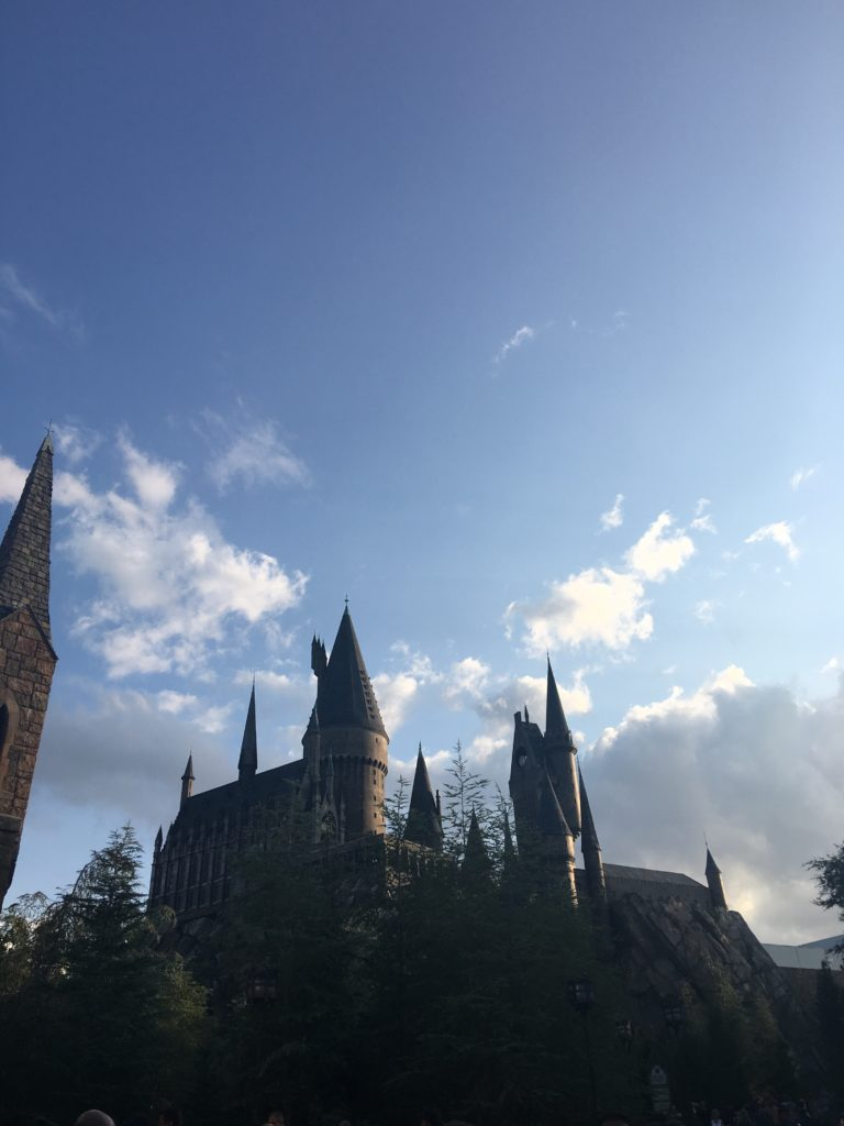 The Ultimate Guide to the Wizarding World of Harry Potter Orlando: Hogsmeade. A complete guide to what to do, see and look for while visiting the wizarding village of Hogsmeade while at Universal Studios, Orlando, including tips and tricks to make the most out of your vacation. // Hey There, Chelsie