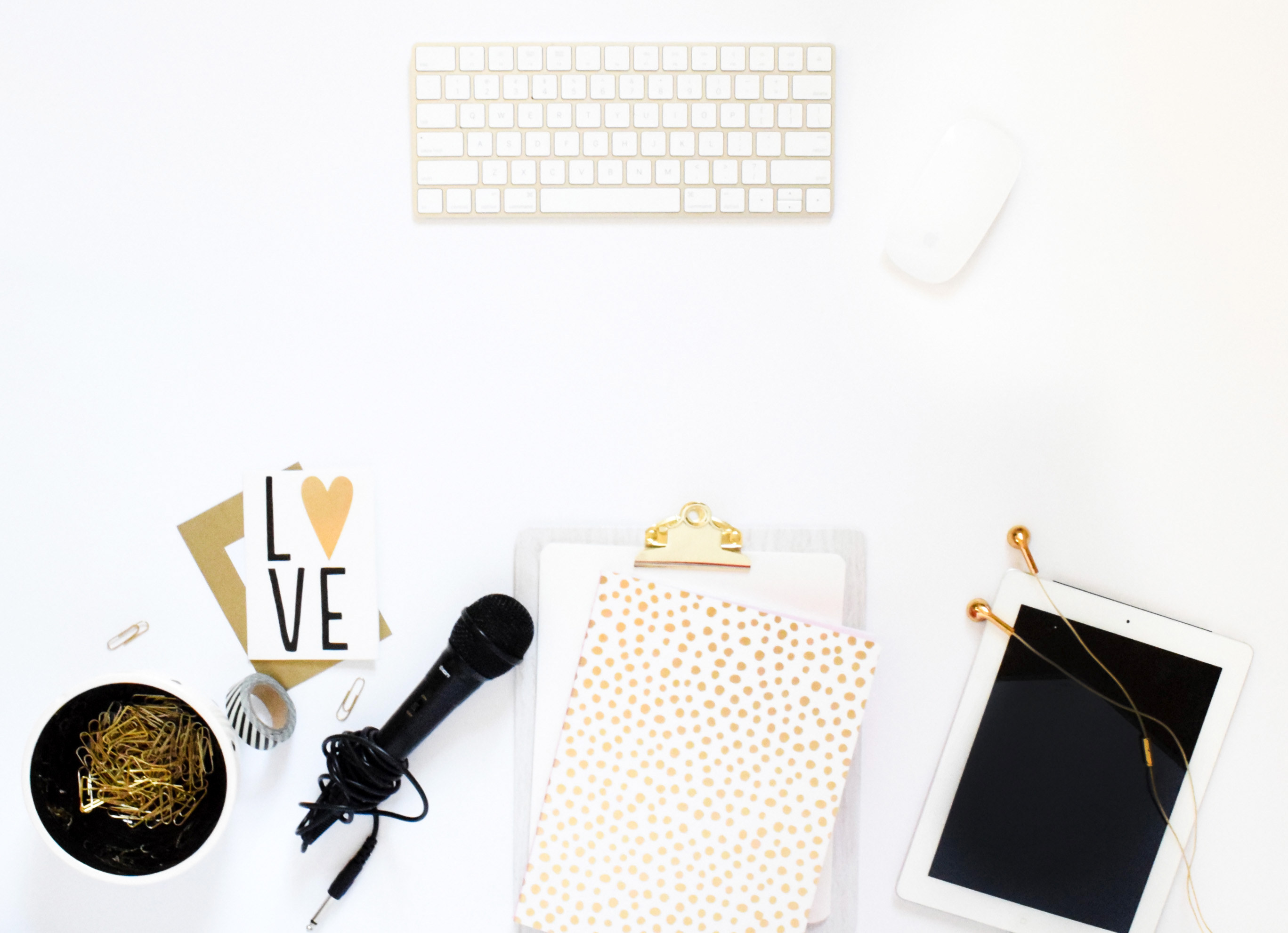 Blog Hosting 101: sharing everything you need to know about why and how you should self-host your blog, and why I left Bluehost for Siteground // Hey There, Chelsie