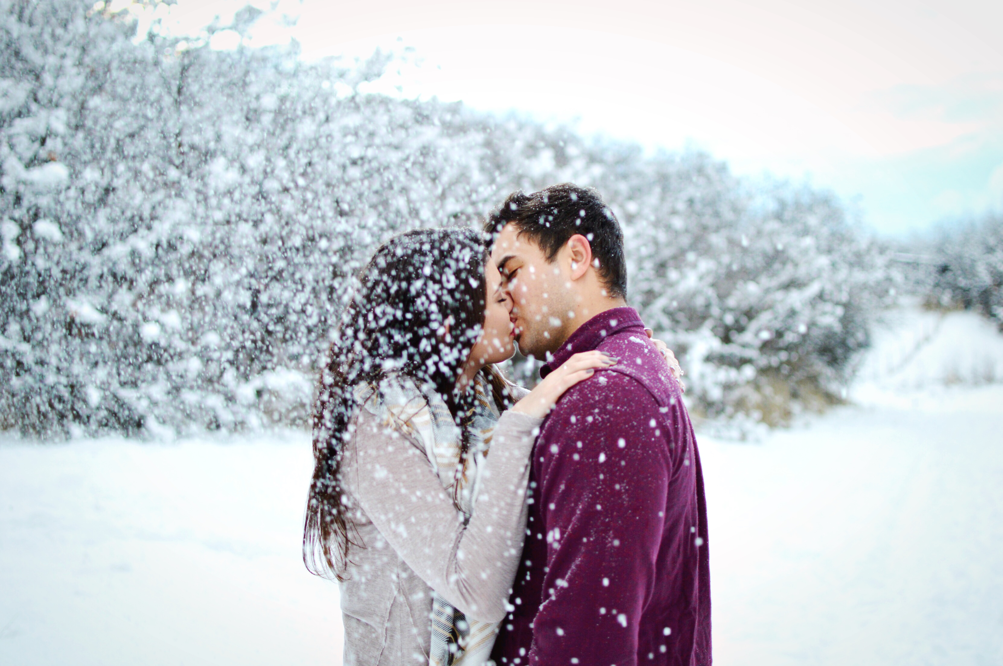 Chelsie Caroline Photography: A snowy engagement shoot pose idea // Hey There, Chelsie