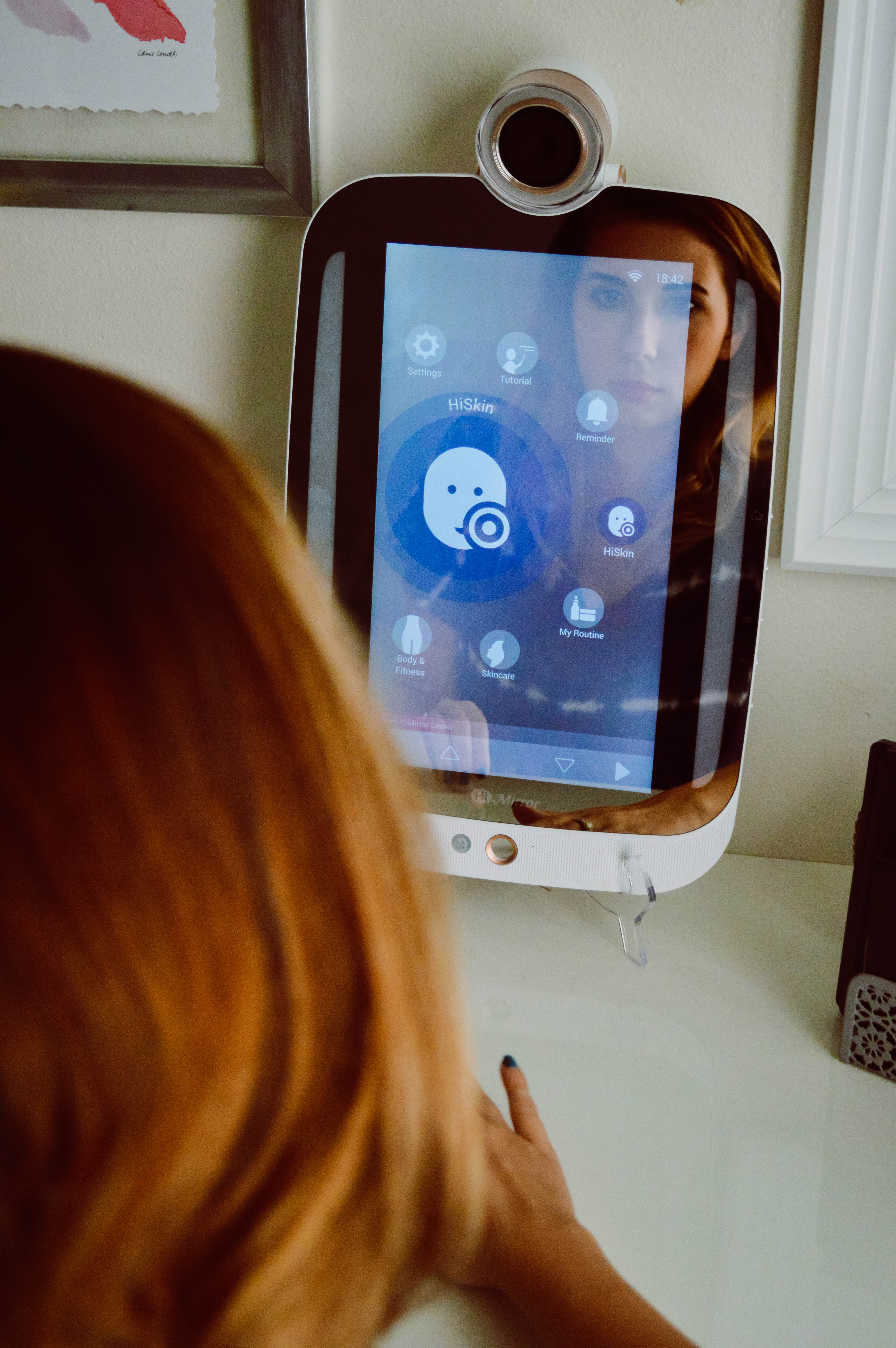 HiMirror Plus - the perfect addition to your makeup vanity? Find out if it's worth the hype! // Hey There, Chelsie