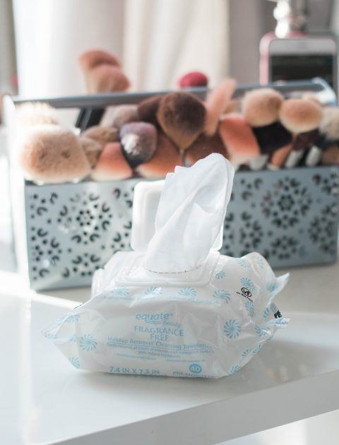 Sharing 3 Ways your can Simplify your Morning Beauty Routine; using the Equate Fragrance-Free Makeup Remover Towelettes will save you time AND money! // Hey There, Chelsie