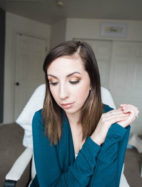 Here's an easy but glam St. Patrick's Day eyeshadow makeup tutorial - perfect eyeshadow idea for celebrating St. Patrick's Day! // Hey There, Chelsie